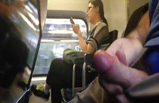 Caméra cachée pousses une femme aux cheveux bouclés sur la video de xexe plage