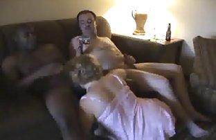 Baisée sa copine rasée baise en face sexevideo de la caméra