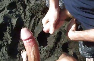 Deux lesbiennes brunes excité le gars et lui video de sexy gratuit sucé