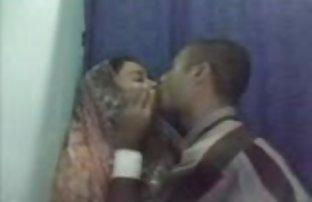 Un couple video amateur de sexe francais d'asiatiques passionnément dans le Bureau