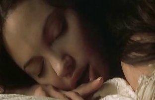 Fille video hot amateur fait un minet à un amant mûr