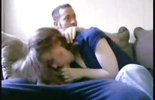 Une nymphomane amateur film sexe de Snooty dans des bas de maille aime coucher avec des étudiants