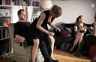 Deux lesbiennes baisent sexe amzteur les uns les autres avec un Strap-on dans toutes les fissures