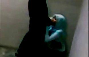 Le mec blanc crasse dans le cul film sexe d'une femme noire de 18 ans