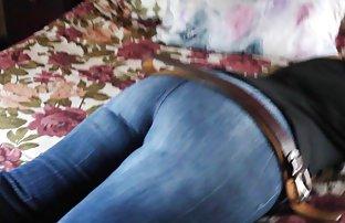 Camionnettes a élevé une sexe amateur en français jeune fille sur l'Anal