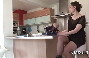Salope mignonne video de sexe x montre ses charmes