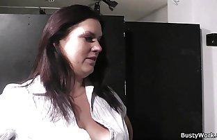 Salope real amateur wife expérimentée enseigne jeune salope à l'expérience de l'orgasme