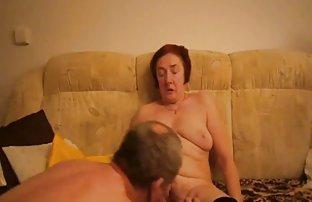 Poussin video de q amateur sexy dans les sandales rouges baisent dans le cul