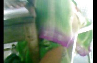 Femme video de q amateur plantureuse âgée promenades autour de la maison nue