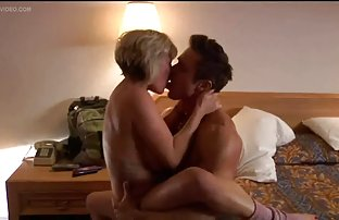 Les plongeurs Lustful video de szxe explorent les fonds marins nus