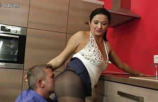 Super fille avec une Dick baise sur le toit de videos sperme son partenaire