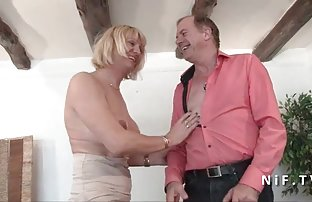 Brunette âgé bien video de dexe réglé jeune blonde