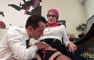 Milfa avec un beau corps suce à un jeune video sexe amateur du jour garçon