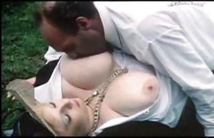 Beauté Samantha a sexe amateur montré des petits seins soignée