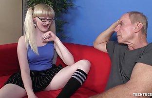 Sexy poussin baisée dans deux sexe black trous