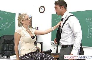 Mature Madame flèches video szxe gratuit activement avec deux jeunes hommes